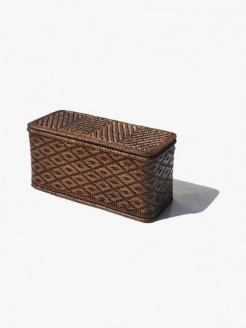 RATTAN BAMBOO AND RATTAN LAUNDRY BASKET WITH SQUARE BOTTOM.